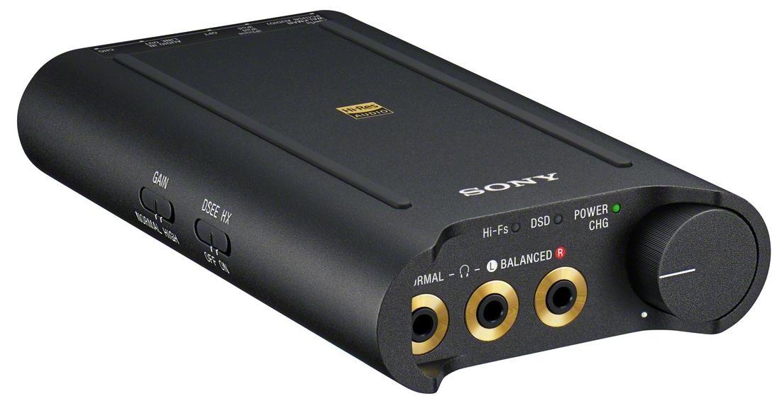 2014年9月4日,索尼正式推出新旗舰耳机MDR-Z7、XBA-Z5,旗舰耳机放大器PHA-3以及更为小巧轻薄的高解析度播放器NWZ-A15、NWZ-A17。此次新品的发布阵容在索尼随身音频史上可堪称豪华,均为Hi-Res Audio高解析度音频产品,标志着索尼Hi-Res Audio战略在华全面升级。 MDR-Z7再现动圈荣光 70mm HD大直径驱动单元  作为索尼Hi-Res Audio新旗舰动圈耳机型号,MDR-Z7融合了索尼在音频、工业设计、人体工程学领域的多项领先技